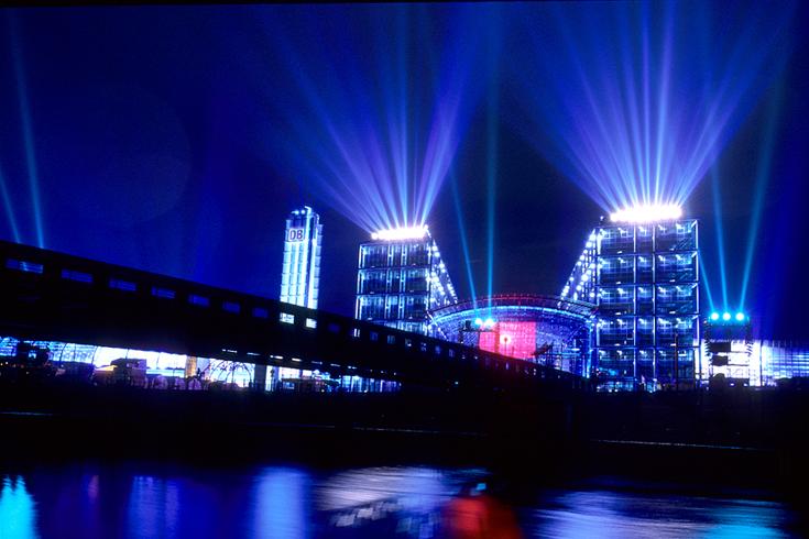 Hauptbahnhof Berlin: Die Lichtproben vor der Eröffnungsfeier im Mai 2006.