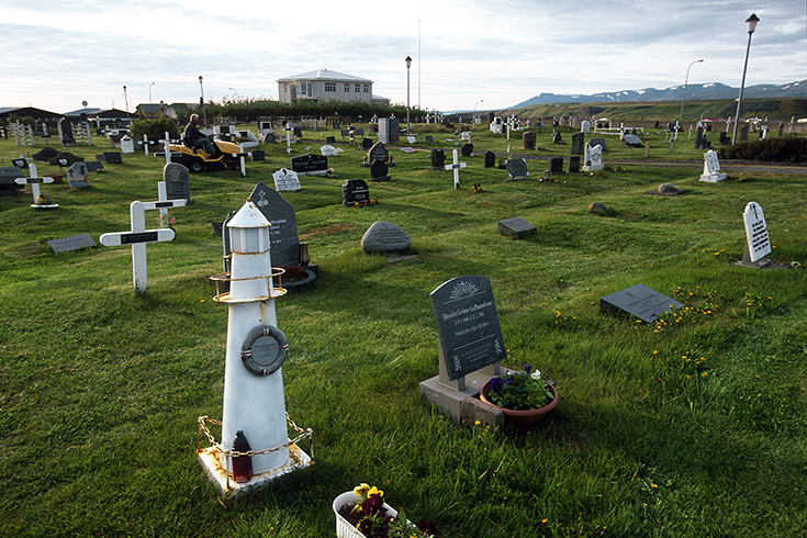 Auch auf dem Friedhof bleibt die Bindung ans Meer bestehen.