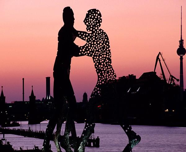 """Würde auch in der Schweiz eine gute Figur machen: """"Molecule Man"""" am Osthafen."""