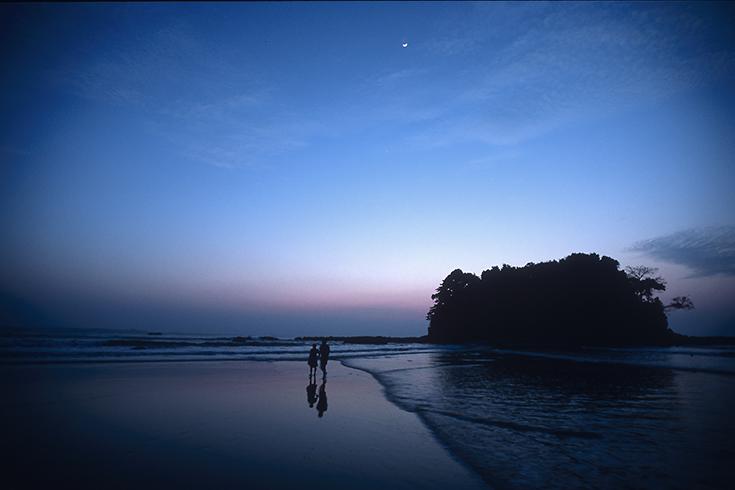 Die Liebesinsel am Strand von Ngwe Saung ist beliebtes Ausflugsziel junger Paare.