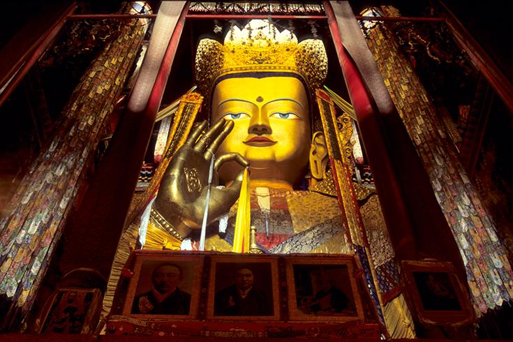 Der 26 Meter hohe Maitreya-Buddha in der Klosterstadt Tashilunpo, Shigatse.