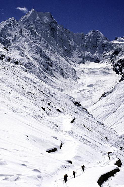 Am Kunzum-Pass kein Durchkommen nach Manali. Deshalb zu Fuß zurück Richtung Kaza im Spiti-Tal.