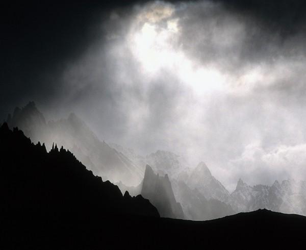 Wetterwechsel am Kongmaru-La in den Bergen von Ladakh.